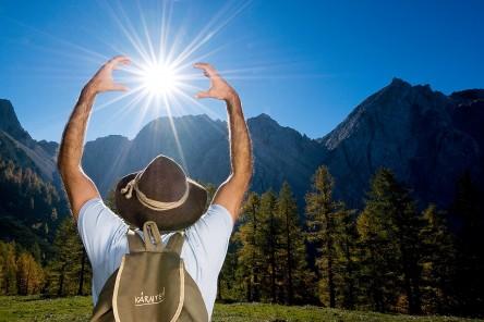 Hand auf Sonne